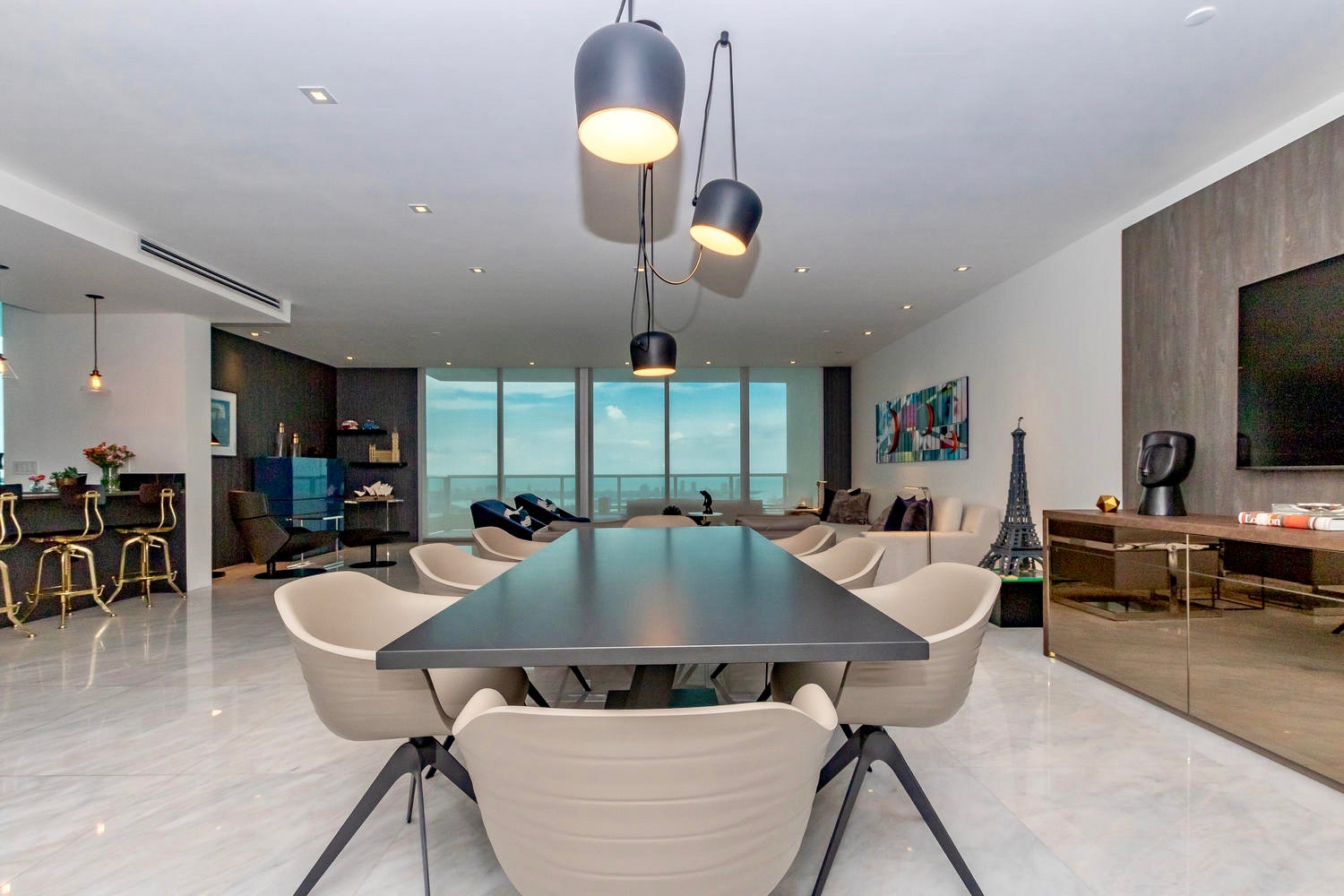 900 Biscayne - Interior Design and Decoration